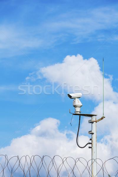 Cctv égbolt lánc kék ég lemez bűnözés Stock fotó © leungchopan