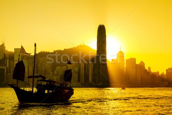 Hong Kong pôr do sol porto negócio edifício cidade Foto stock © leungchopan