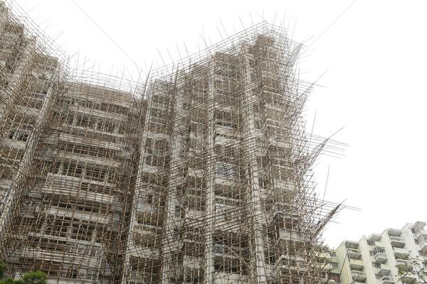 Bambusz állványzat építkezés égbolt ipari építészet Stock fotó © leungchopan