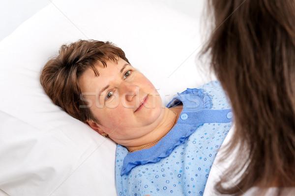 Kıdemli kadın yatak hastane el kadın Stok fotoğraf © leventegyori