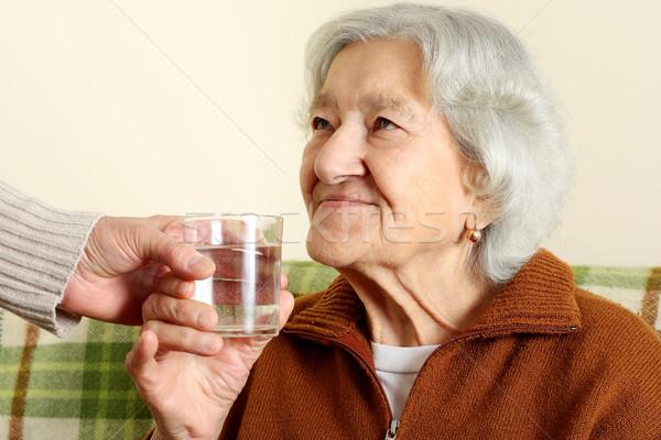 Stock fotó: Nagymama · italok · üveg · víz · mosoly · orvosi