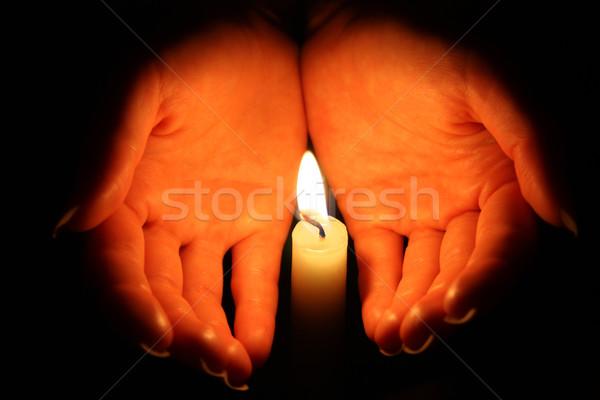 Láng kezek tart gyertyafény sötét kéz Stock fotó © leventegyori