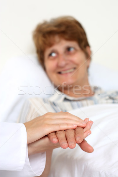 Paciente cama família amor médico feliz Foto stock © leventegyori