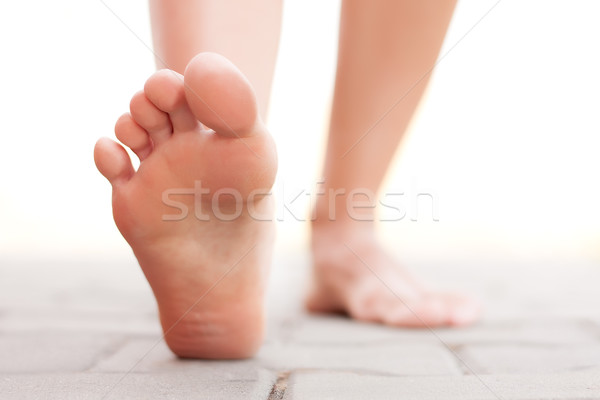 Voeten lopen buiten vrouw gezondheid benen Stockfoto © leventegyori