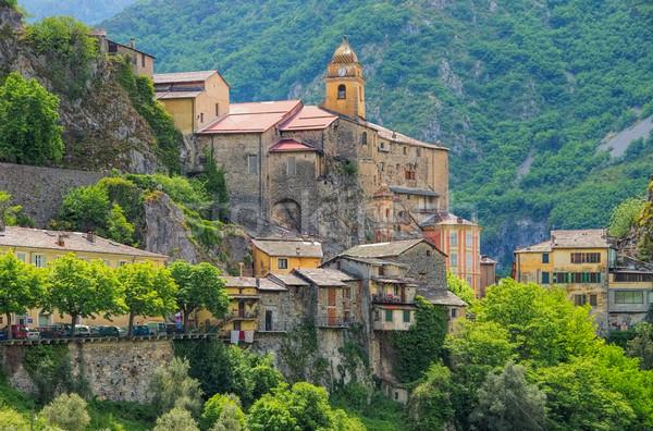 高山 町 山 教会 山 ヨーロッパ ストックフォト © LianeM