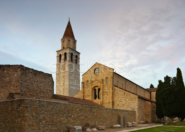 Basiliek huis weide stad toerisme Stockfoto © LianeM