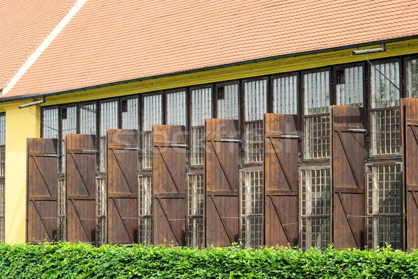 Domu ściany domu ramki Windows Zdjęcia stock © LianeM