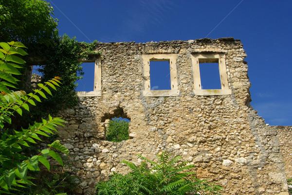 Háború égbolt város fal törött ablakok Stock fotó © LianeM