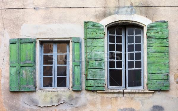 Janela 22 madeira verde cor toscana Foto stock © LianeM