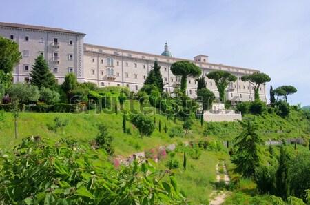 Abadia norte Itália estrada folha verão Foto stock © LianeM
