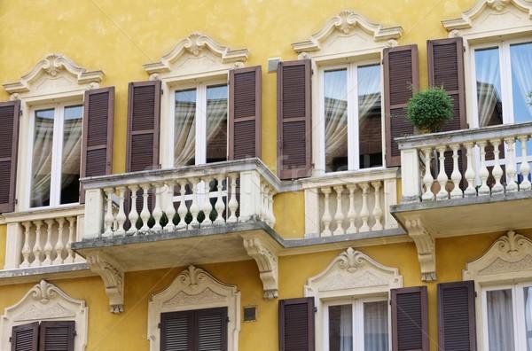 Balcón edificio ventana Europa antigua ciudad Foto stock © LianeM