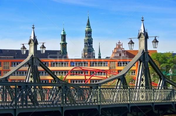 Ponte paraíso casa aço gótico torre Foto stock © LianeM