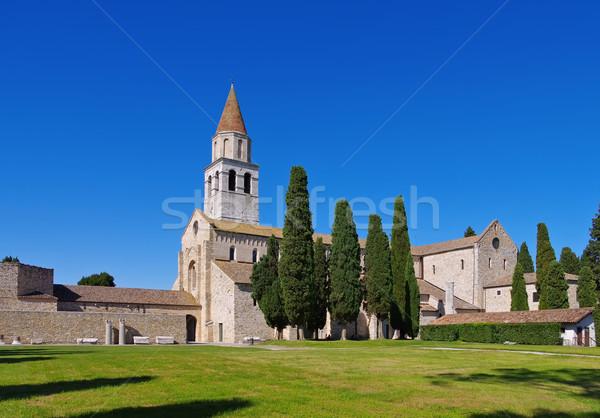 Oude basiliek huis weide stad Stockfoto © LianeM