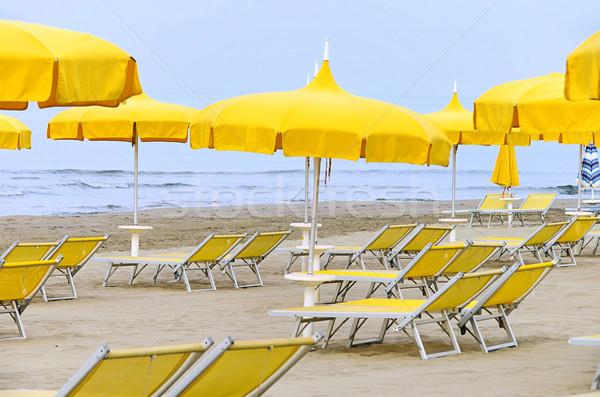 Güneş şemsiye şezlong yaz okyanus mavi Stok fotoğraf © LianeM