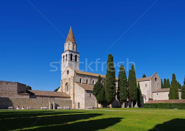 Velho basílica edifício europa prado Foto stock © LianeM