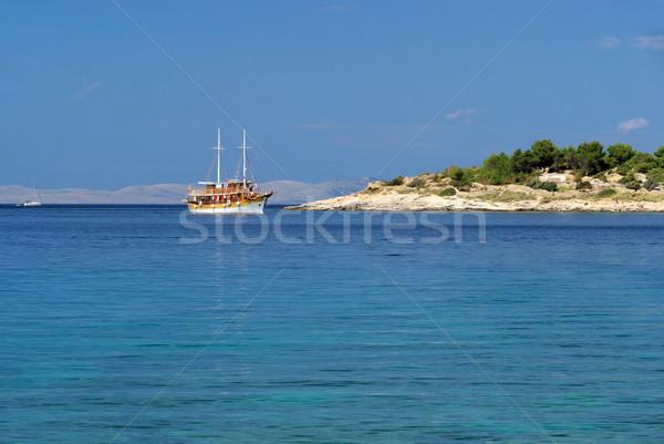 Ilha 22 praia água floresta montanha Foto stock © LianeM
