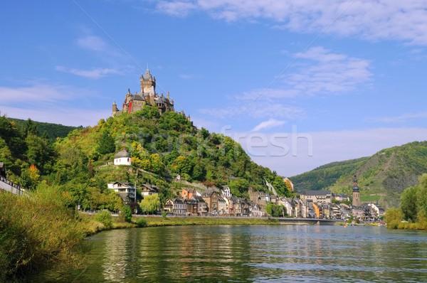 Zamek ściany górskich rzeki gothic spadek Zdjęcia stock © LianeM