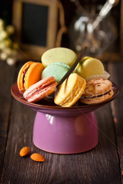 Macarons dolce colorato torta stand vintage Foto d'archivio © lidante