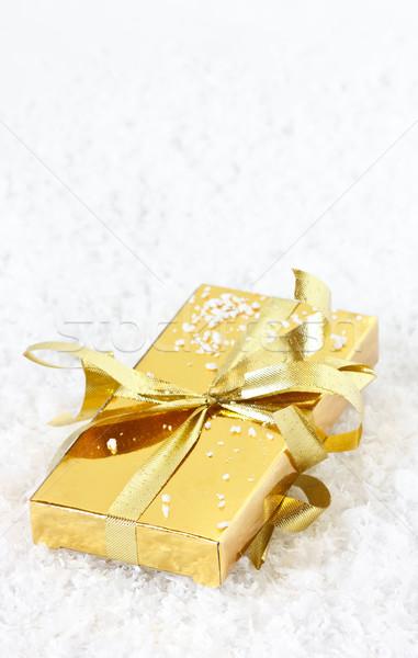 Weihnachten Geschenk golden Geschenkbox Schnee Licht Stock foto © lidante