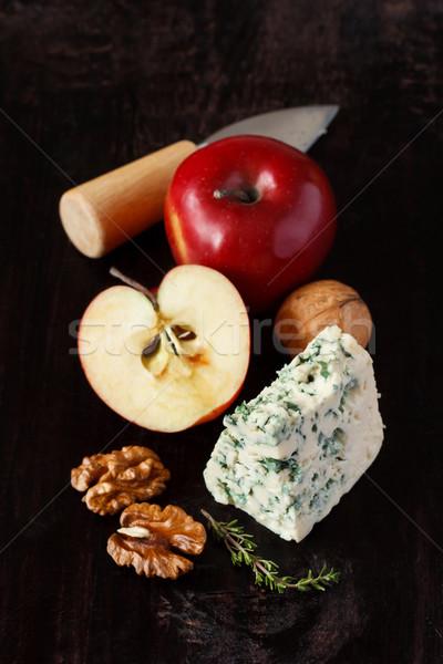 Appel schimmelkaas stilleven appels walnoot donkere Stockfoto © lidante