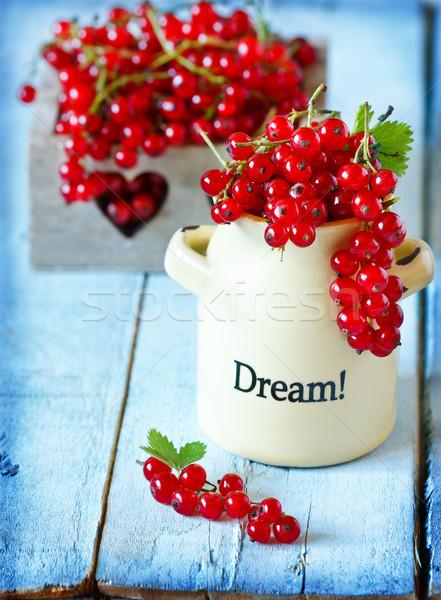 Piros ribiszke friss kerámia tál öreg Stock fotó © lidante