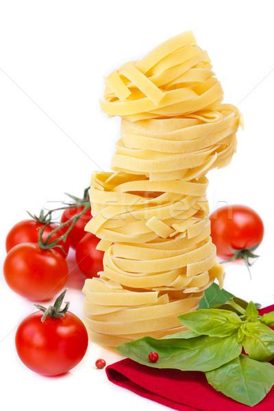 Tagliatelle olasz tészta koktélparadicsom friss bazsalikom Stock fotó © lidante