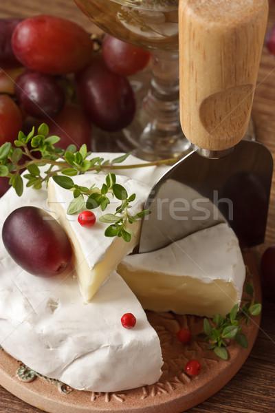 камамбер французский свежие красный винограда пластина Сток-фото © lidante