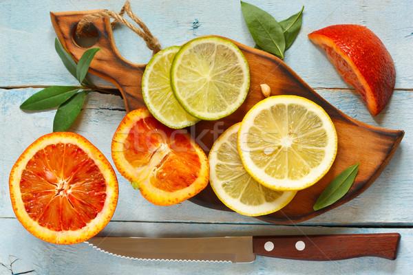 цитрусовые свежие цитрусовые листьев кухне разделочная доска Сток-фото © lidante