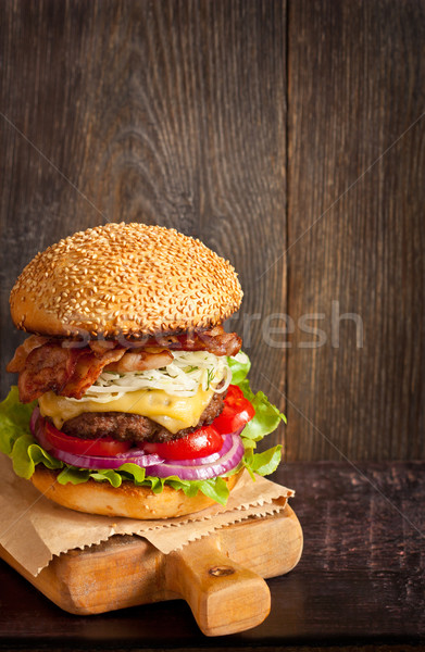 Cheeseburger grande alto pancetta Foto d'archivio © lidante