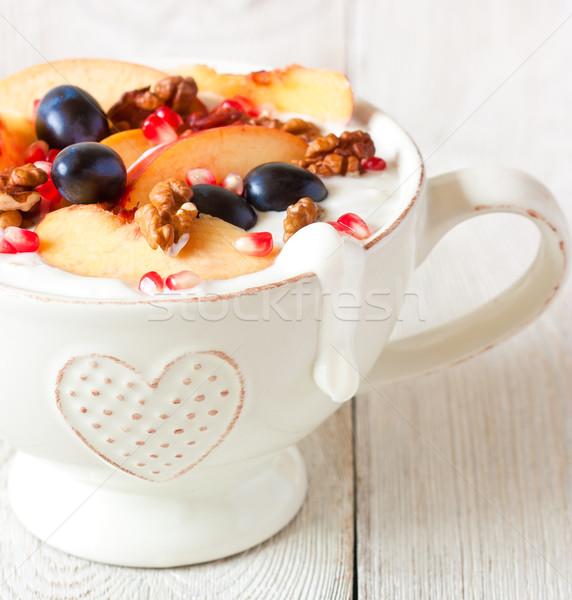 Café da manhã caseiro iogurte frutas frescas grande tigela Foto stock © lidante