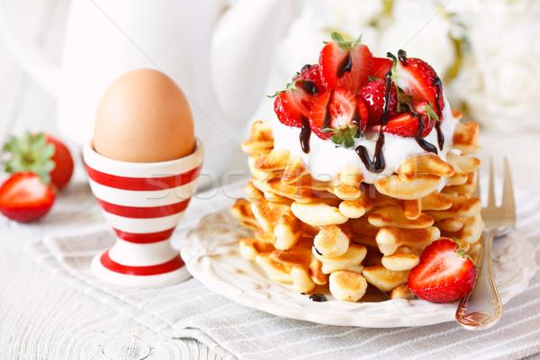 朝食 新鮮な 自家製 ホイップクリーム イチゴ ゆで卵 ストックフォト © lidante