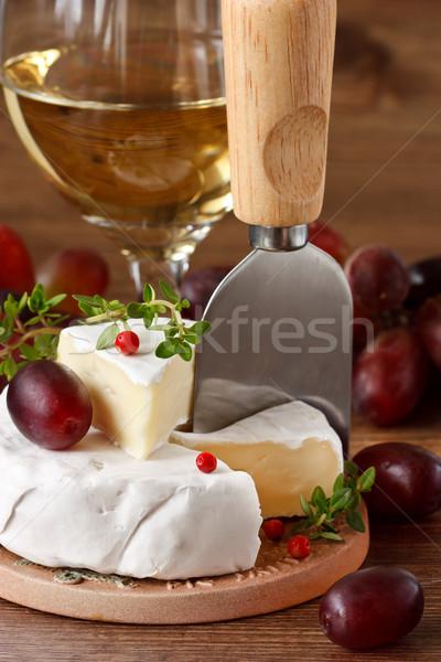 Camembert frescos rojo de uva vino verde Foto stock © lidante