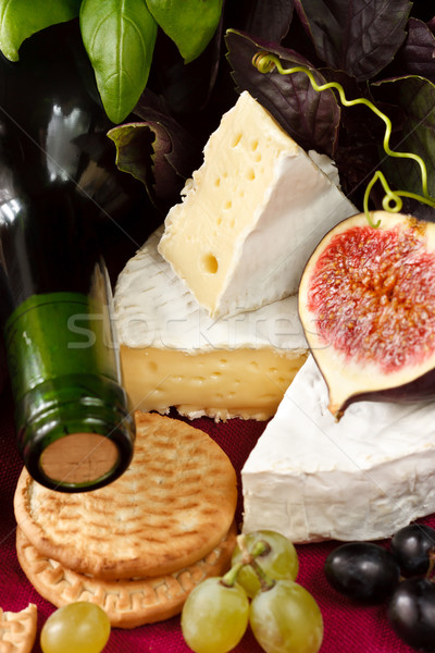 Fromages bouteille de vin vin camembert alimentaire Photo stock © lidante