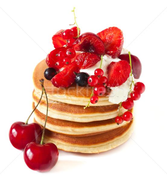 Pannenkoeken smakelijk slagroom bessen witte voedsel Stockfoto © lidante