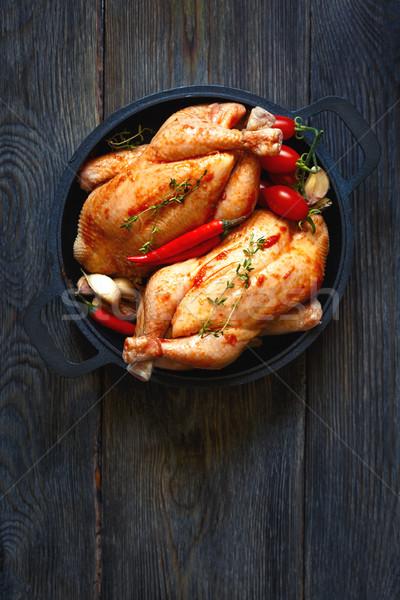 świeże gospodarstwa kurczaka przygotowanie zioła przyprawy Zdjęcia stock © lidante