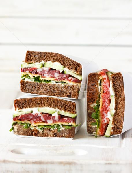 Szalámi rozs üveggyöngy szendvicsek friss zöldségek Stock fotó © lidante
