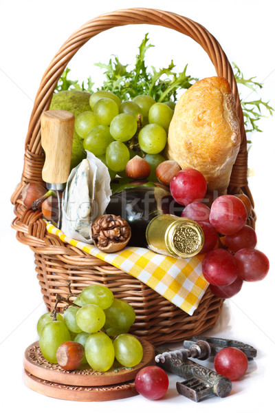 Hermosa cesta picnic uvas vino nueces Foto stock © lidante