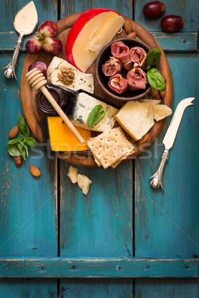 Sajt antipasti végső előétel tábla hús Stock fotó © lidante