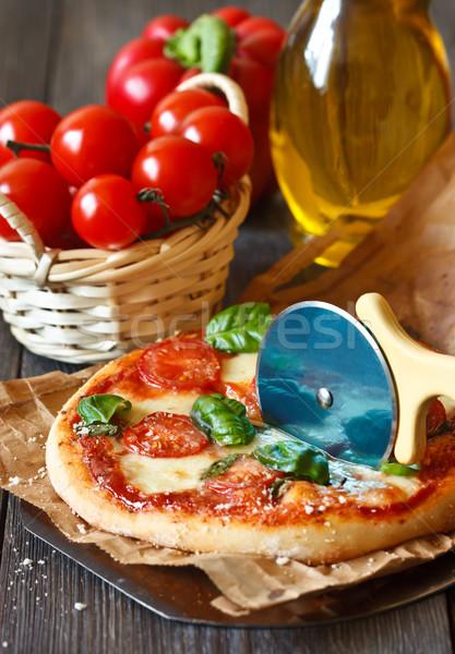 Stockfoto: Pizza · rustiek · Italiaans · mozzarella · tomaten · basilicum