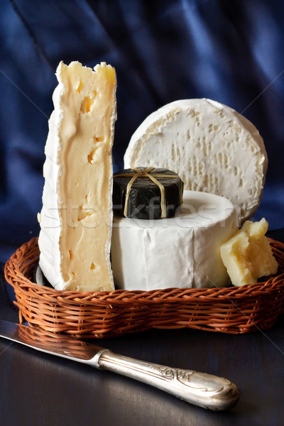 Fromages assortiment osier panier alimentaire table Photo stock © lidante