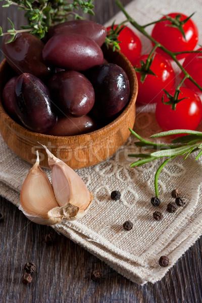 Stock fotó: Zöldségek · olajbogyók · koktélparadicsom · fűszer · fa · deszka · háttér