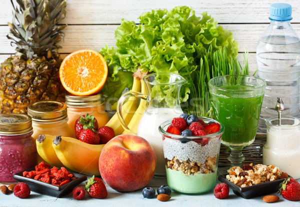 Stock fotó: Egészséges · étel · friss · gyümölcs · bogyók · granola · joghurt · zöld