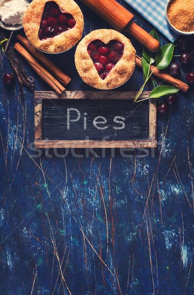 édes cseresznyés pite mini cseresznye piték hozzávalók Stock fotó © lidante