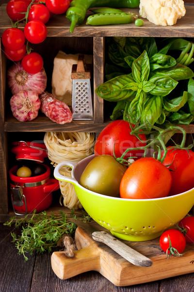 Włoskie jedzenie tradycyjny tagliatelle salami świeże warzywa ser Zdjęcia stock © lidante
