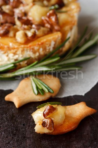 Heerlijk camembert gegrild honing rosmarijn Stockfoto © lidante
