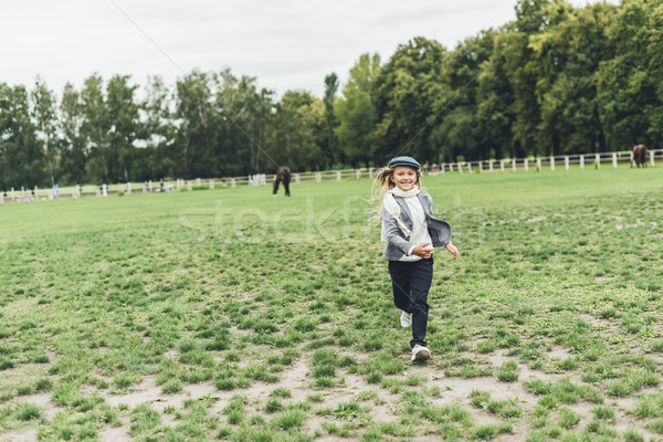 Stock fotó: Gyerek · fut · vidék · derűs · imádnivaló · szőke · nő