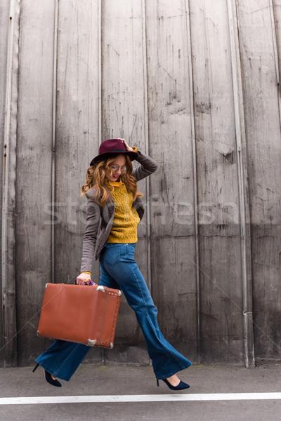 Elegáns lány bőrönd gyönyörű vörös hajú nő fedora Stock fotó © LightFieldStudios