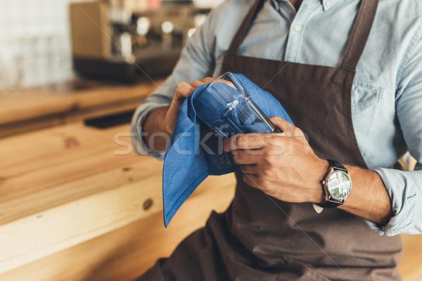 Trabalhador limpeza artigos de vidro tiro sessão contrariar Foto stock © LightFieldStudios