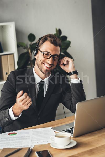 Call Center Arbeitnehmer glücklich jungen Gläser Stock foto © LightFieldStudios