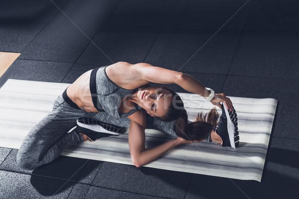 Vrouw jonge opleiding gymnasium oefening Stockfoto © LightFieldStudios